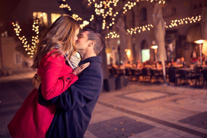心理 キス したい キスの男性心理!付き合ってないのに…たまらなくキスしたくなる瞬間って?