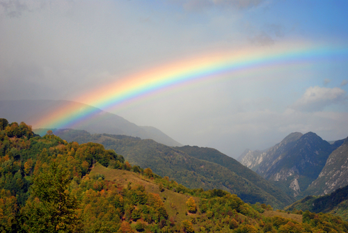 好きな人とずっと一緒にいられる虹の待ち受け画像